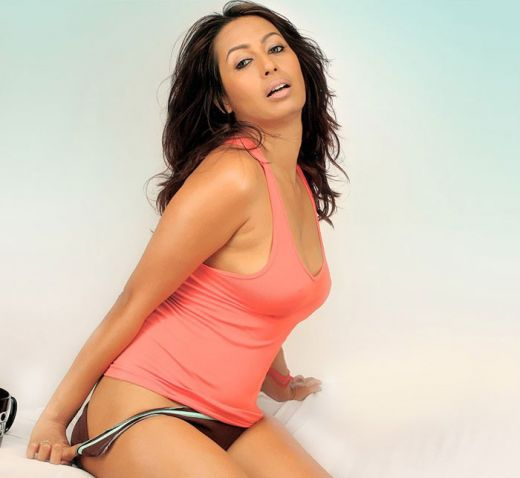 Kashmira Shah Showing How To Remove Panty Erotically -7297